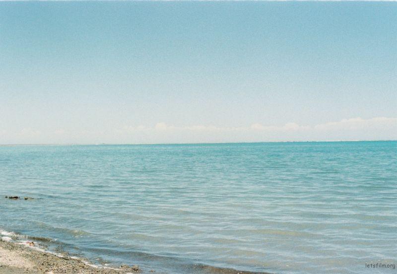 青海湖的水,像大海一样,当地人也管它叫做海