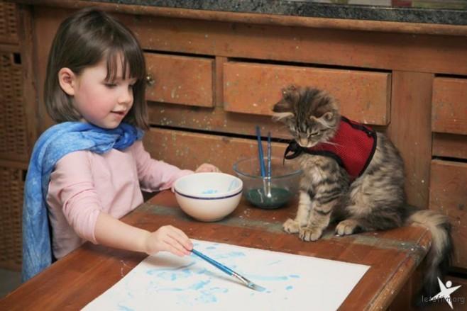 thula-therapy-cat-autistic-artist-iris-grace-27-830x554-658x439