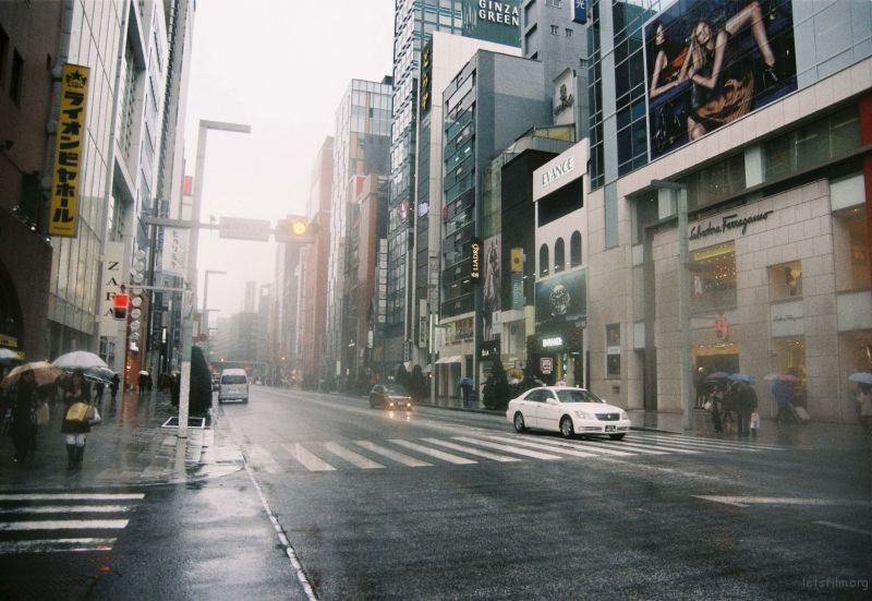 午后的银座,雨还在下