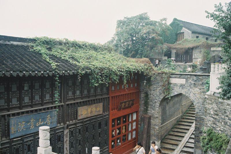 西津渡正街,古时这就是沿江的路