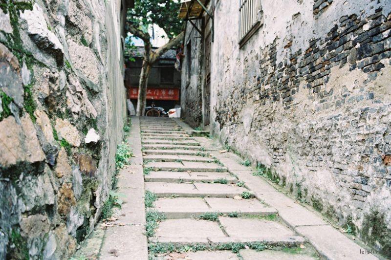 连接寂静与繁华的台阶