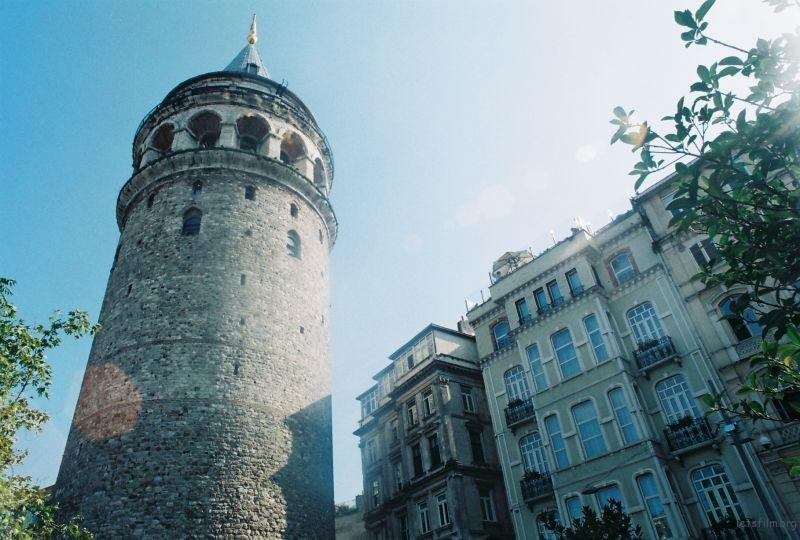舊時的城市最高點,GALATA Tower. 每到晴天黃昏,全是爬上塔頂看日落的人。