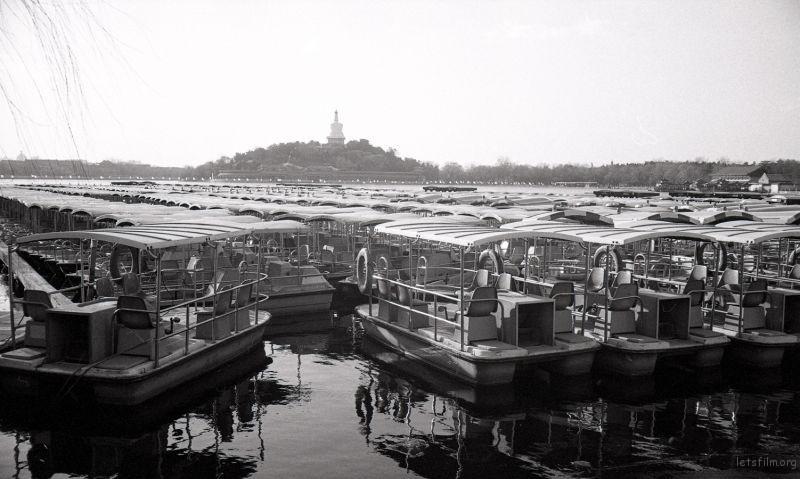 春节放假前,北海公园一改往日的熙熙攘攘,显得格外安静。