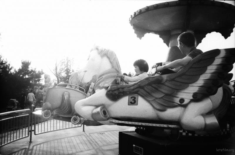 木马飞呀飞,哈哈想想自己小时候,估计坐飞马时候最开心。