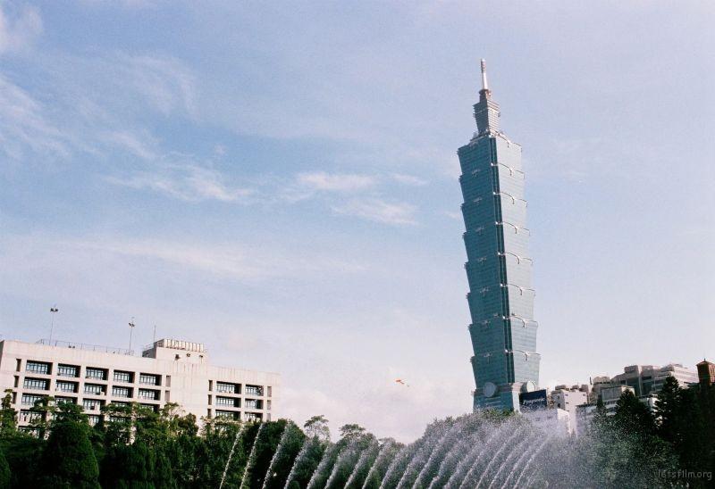 台北 —— 国父纪念馆外遥看101大楼