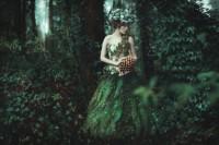 摄影师在森林中拍出这些超现实、迷幻的成人童话