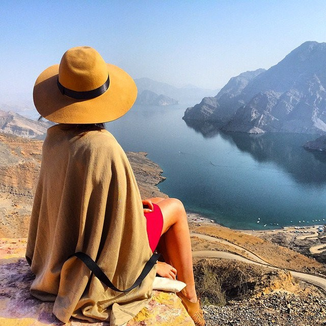letsfilm-you-cant-help-but-envy-this-23-year-old-girl-who-get-paid-to-travel-around-the-world-02