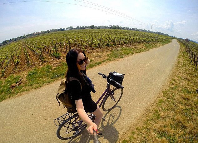 letsfilm-you-cant-help-but-envy-this-23-year-old-girl-who-get-paid-to-travel-around-the-world-04