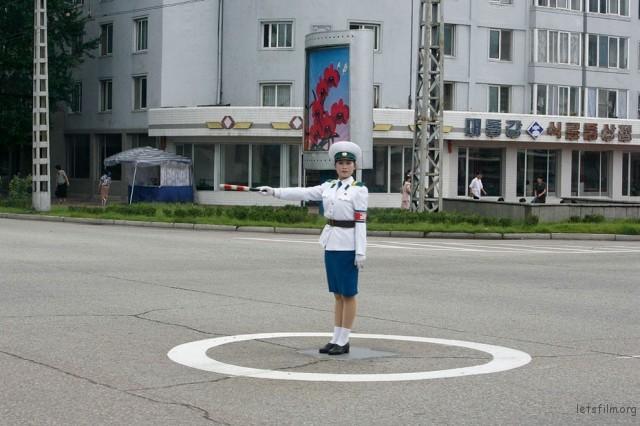 平壤街上正在执勤的女交警,2007