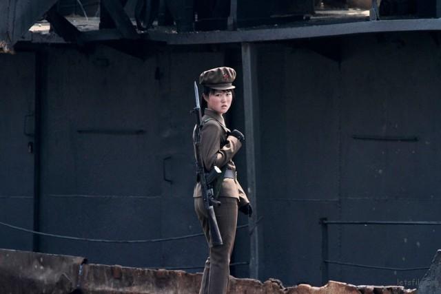 鸭绿江附近的朝鲜女士兵,2014