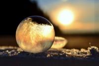结冰了的肥皂泡居然如此美丽!