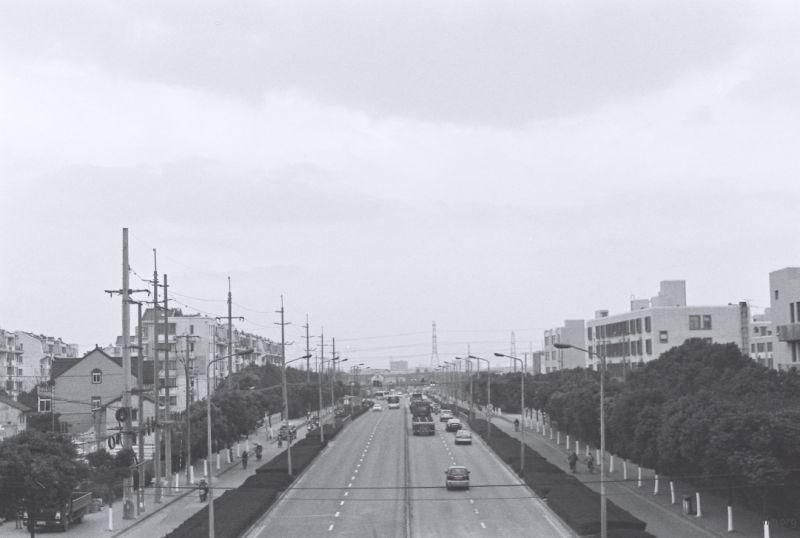 天桥与货车