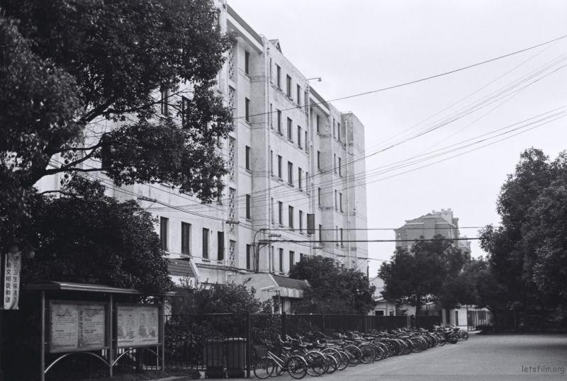 学生宿舍的第一栋楼