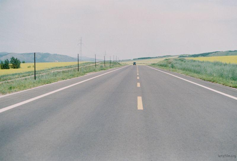 平坦得让人心里的小疙瘩都消失了的长路