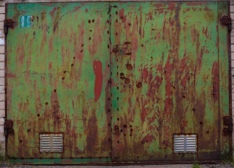 ColorfulGarageDoorsPhotography5-900x647