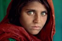 经典纪实摄影大师Steve McCurry的镜头故事:阿富汗少女
