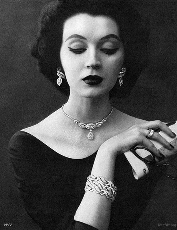 inkr-現代神秘蒙娜麗莎-50年代臉蛋最精緻的絕美超模朵薇瑪-dovima-marion-02