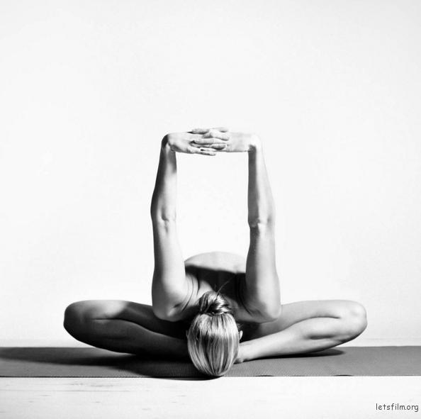 letsfilm-nude-yoga-girl-01