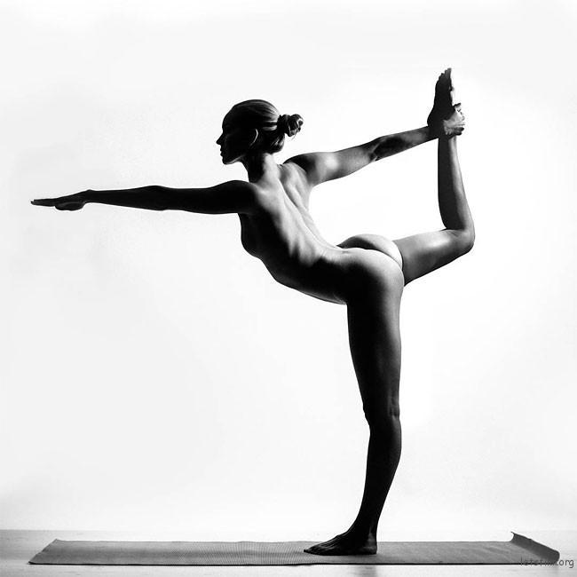 letsfilm-nude-yoga-girl-06-650x650
