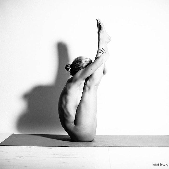 letsfilm-nude-yoga-girl-14-650x650