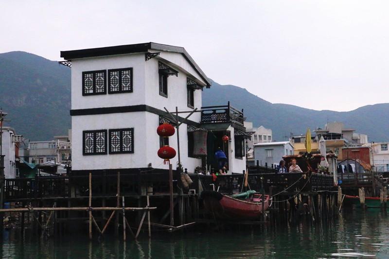 各式各样的房檐装饰,也引来各地游客的青睐。