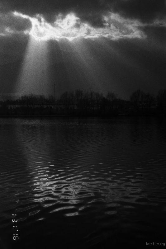 苍山上光, 大理常出现的一种光—手电筒光。