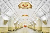 空无一人的莫斯科地铁,像是宫殿般的华丽惊艳