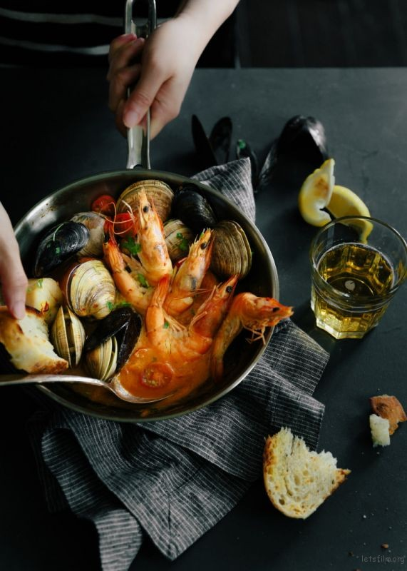 seafood-bake-with-hands-1-of-3-750x1050