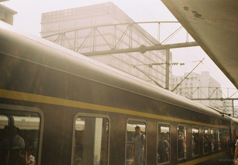火车出站 器材:Rollei 35s