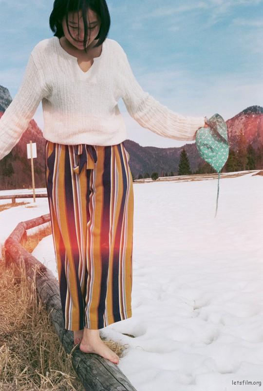 赤脚在雪地里也悠闲自得
