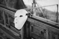 [8323] 摘下自己的面具