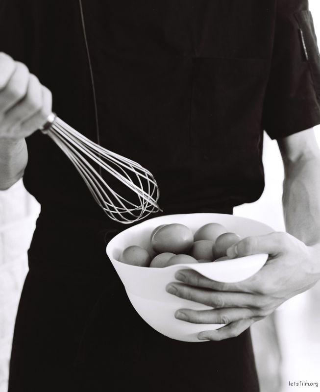 糕点原料离不开黄油、鸡蛋、面粉