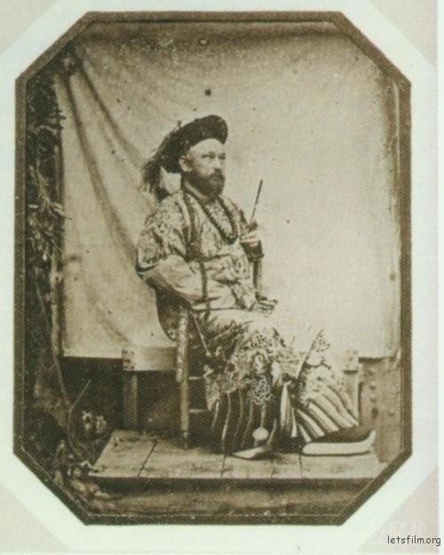 于勒 · 埃及尔身穿中国清朝官服像,1844,(或为自拍)