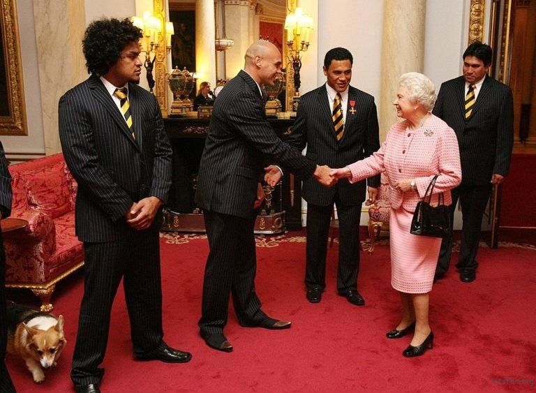 Queen Elizabeth II Meets New Zealand Rugby League Team