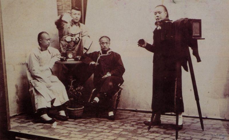 中国摄影师在室外拍照,1890-1900,摄影者不详,Dannis Cros