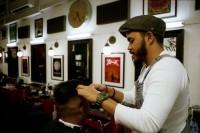 [9537] 他们 只给男生理发