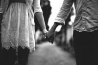 爱的坚持些,那个可能的未来,或许不会「擦肩而过」!