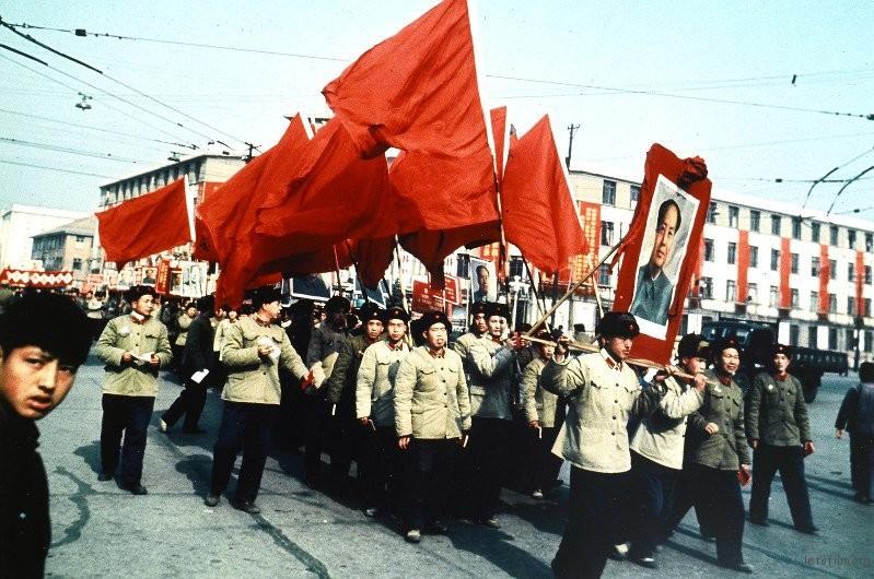 街上游行的人群