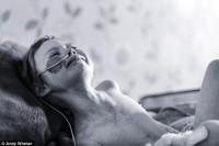 4岁女儿生命将尽,摄影师爸爸记录她与病魔的抗争