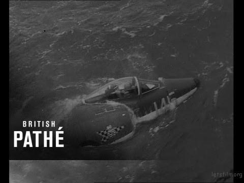 飞机沉入海中
