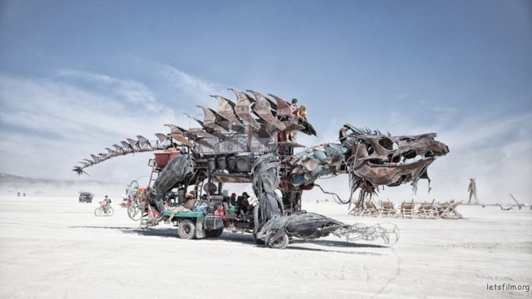 metal-lizard-art-car-750x422