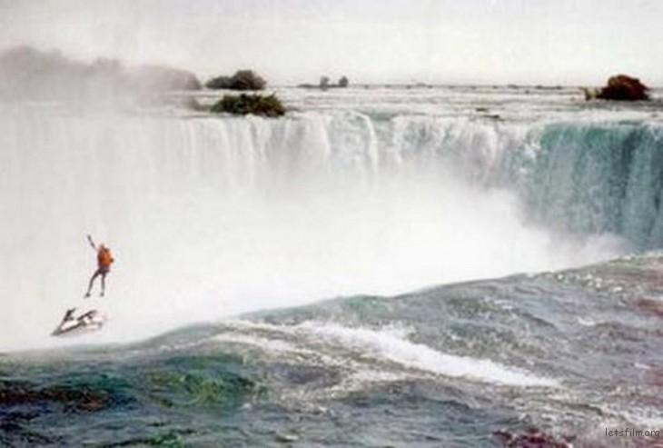 1995-rober-overacker-egy-jotekonysagi-akcio-kereteben-egy-jetskirol-leugorva-zuhant-a-niagara-vizesesbe-nem-nyilt-ki-az-ejtoernyoje-es-belehalt