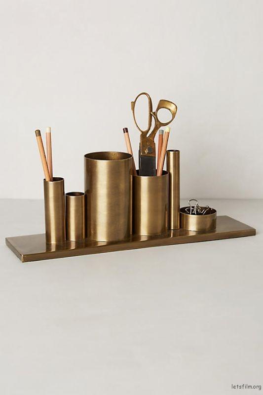 thefemin-6-easy-ways-to-organize-your-desk-04