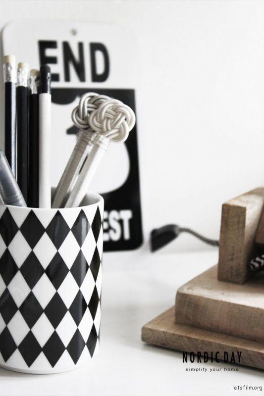 thefemin-6-easy-ways-to-organize-your-desk-15