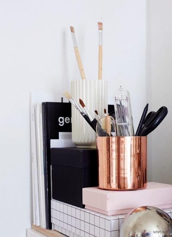thefemin-6-easy-ways-to-organize-your-desk-16-650x894