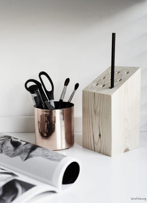 thefemin-6-easy-ways-to-organize-your-desk-17-650x894