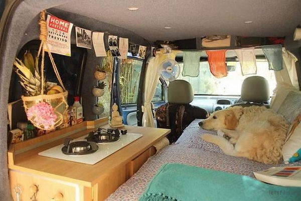 marina-piro-restored-an-old-van-to-traveling-18