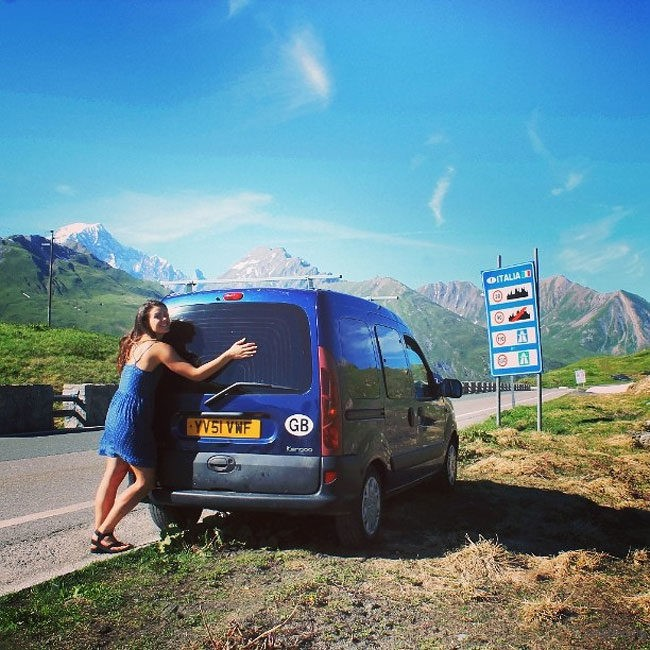 adaymag-woman-creatively-restores-old-van-to-travel-the-world-with-her-dog-14