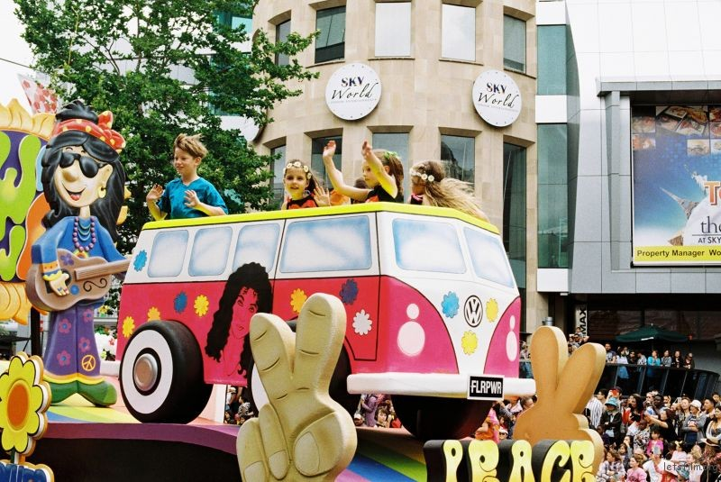 parade-60