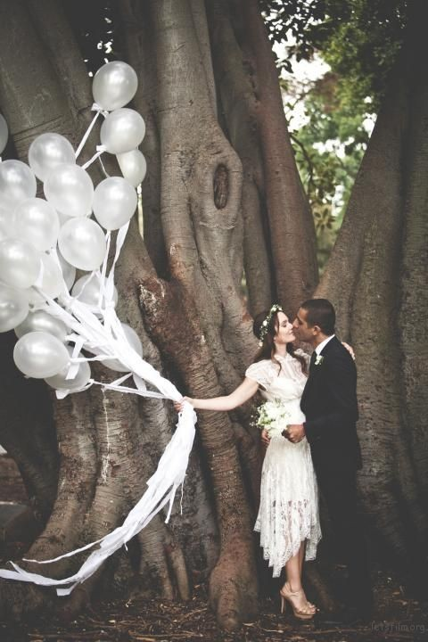thefemin-balloons-to-candles-9-chic-amp-simple-ways-to-style-your-wedding-shoot-21